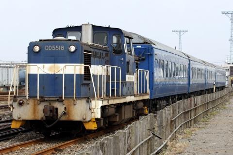 【神奈臨】24系寝台車、市営埠頭へ
