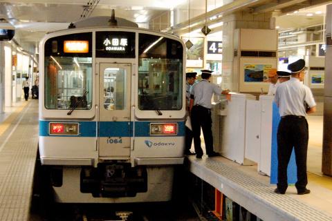 【小田急】新宿駅に可動式ホーム柵設置