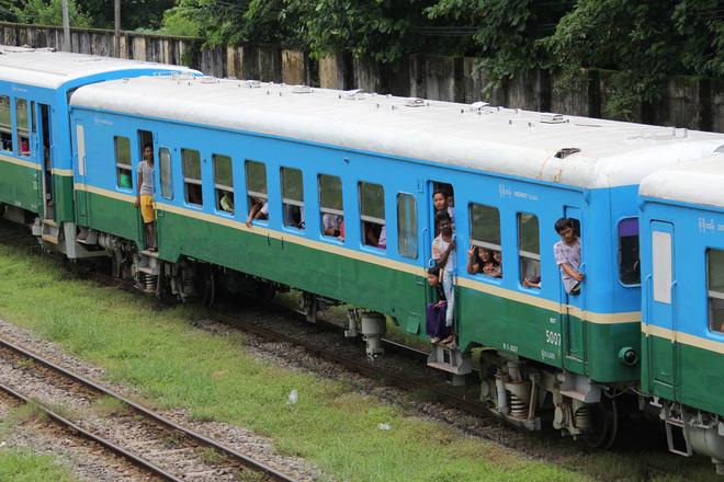 【MR】元キハ52、松浦鉄道車がトレーラー化されヤンゴンで運用中