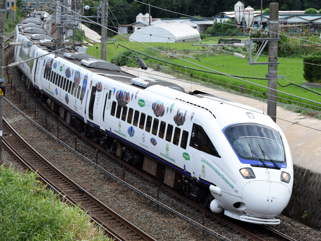 【JR九】885系「バルーンかもめ号」運行開始