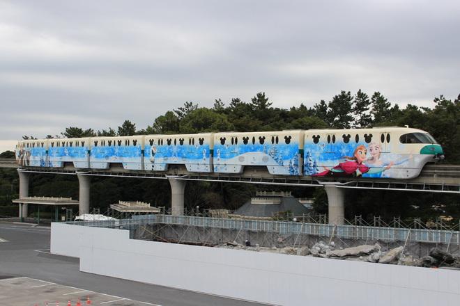 【舞浜リ】10形『アナとエルサのスノークリスタル・ライナー』運行中