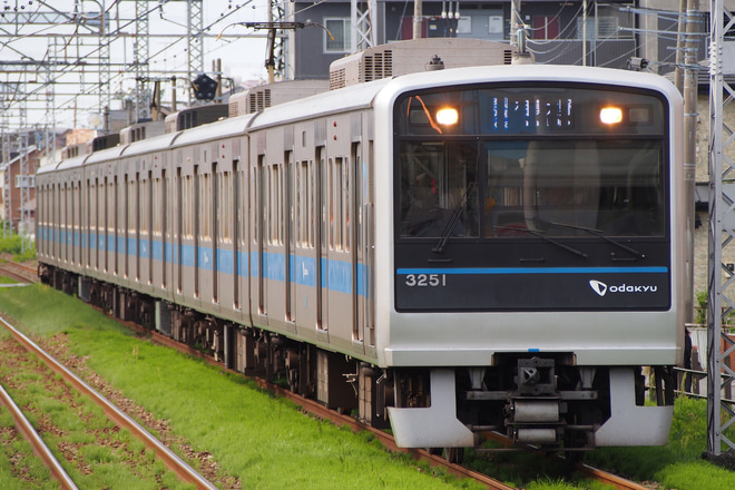 【小田急】3000形3251FがフルカラーLEDに交換