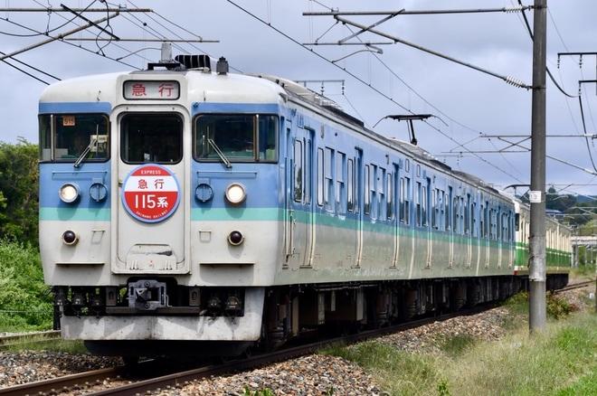 【しな鉄】「初代長野色」「長野色」連結の115系臨時急行列車