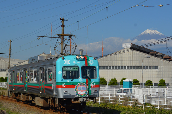 【岳南】岳南電車7000形7001号車クリスマスラッピング仕様で運行中