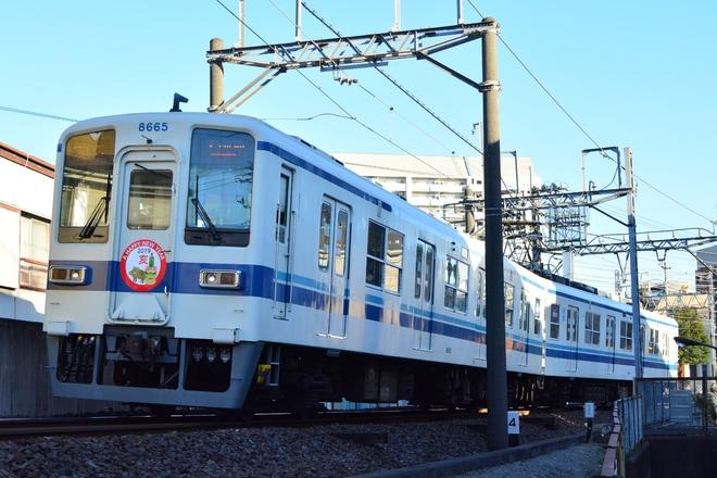 【東武】8000系8565F 賀正ヘッドマーク掲出