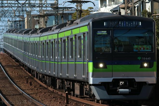 【都営】新宿線10-640Fに『謹賀新年』ヘッドマーク掲出